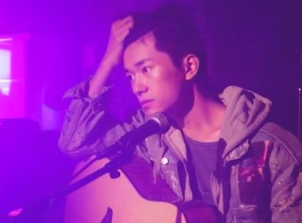 《少年的你》MV拍摄花絮 易烊千玺前一秒笑场,后一秒掉泪!