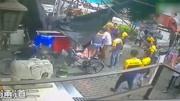 3岁男童6楼意外坠落 快递小哥伸手瞬间接住