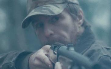《致命一击》曝光片段 猎手射鹿目标失准命中女孩