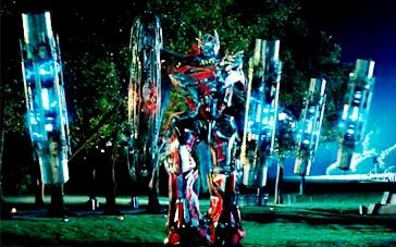《变形金刚3》片段 御天敌聚集能量柱狂殴擎天柱