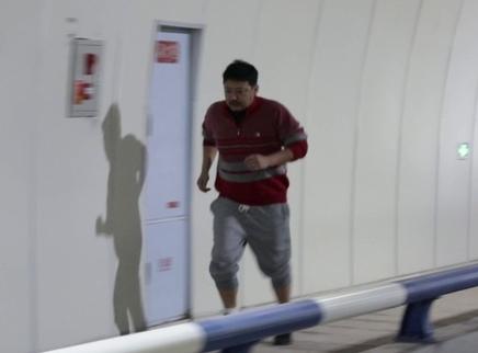 """《了不起的老爸》盲人跑马拉松特辑 王砚辉张宥浩体验""""盲跑"""""""