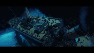 船体碎裂成两半 人群开始往下掉