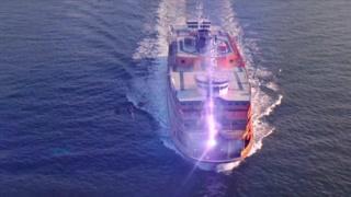 整个船被一分为二 彼得这次惹的祸太大了