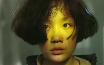《金陵十三钗》片段 风尘女临危解救学生妹