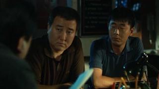 《惊天动地》警察调查刘西里的情况 案件有突破了