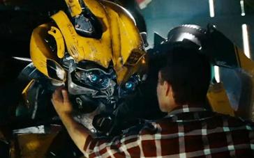 《变形金刚2》片段 大黄蜂不舍好基友难过飙泪