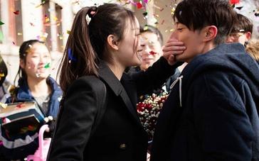 """《28岁未成年》曝MV """"暖心毒鸡汤""""引爆新风潮"""