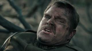 《穿越时间线》士兵找到了欧布莱特队长  还以为他已经牺牲了