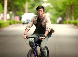 《爱情银行》曝片段 夏雨单车送信穿梭于空悠小镇