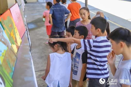 """""""我的美丽故乡""""儿童画展悉尼举行 吸引众多澳华裔儿童参展"""