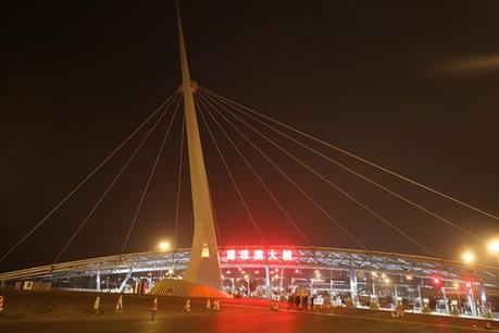表情 珠港澳大桥 港珠澳桥新闻 全线亮灯 珠澳大桥具备通车条件,全面