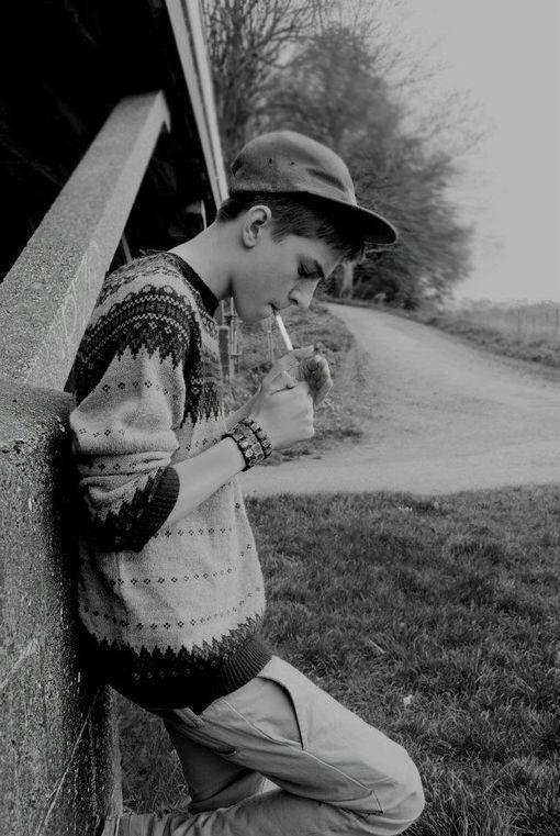 表情 抽烟男生QQ黑白皮肤背景 我想把心藏起来 男生QQ皮肤 窝窝QQ网 表情图片