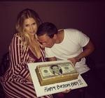 罗切特与未婚妻庆祝33岁生日