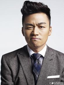王宝强化身型男拍搞怪写真