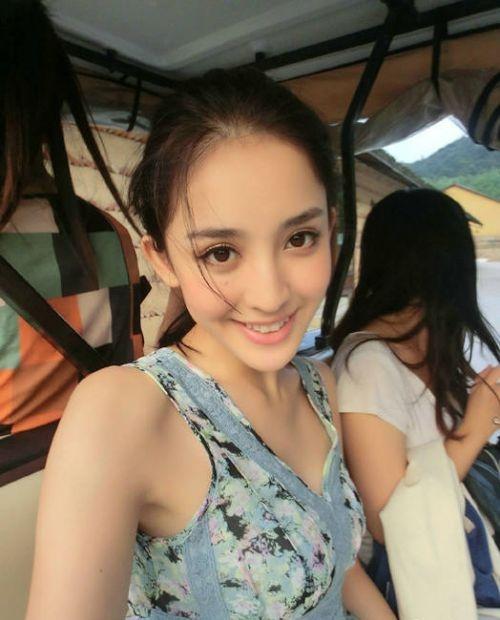 杨紫郑爽周冬雨林妙可 女星从小忙整容爹妈都认不出