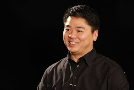 绯闻后的刘强东出新书 喜欢和年轻人打交道