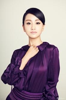 杨蓉知性写真曝光 紫色长裙彰显女性魅力