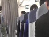 男子在飞机上持钢笔挟持乘务员 警方抓获制售假票团伙