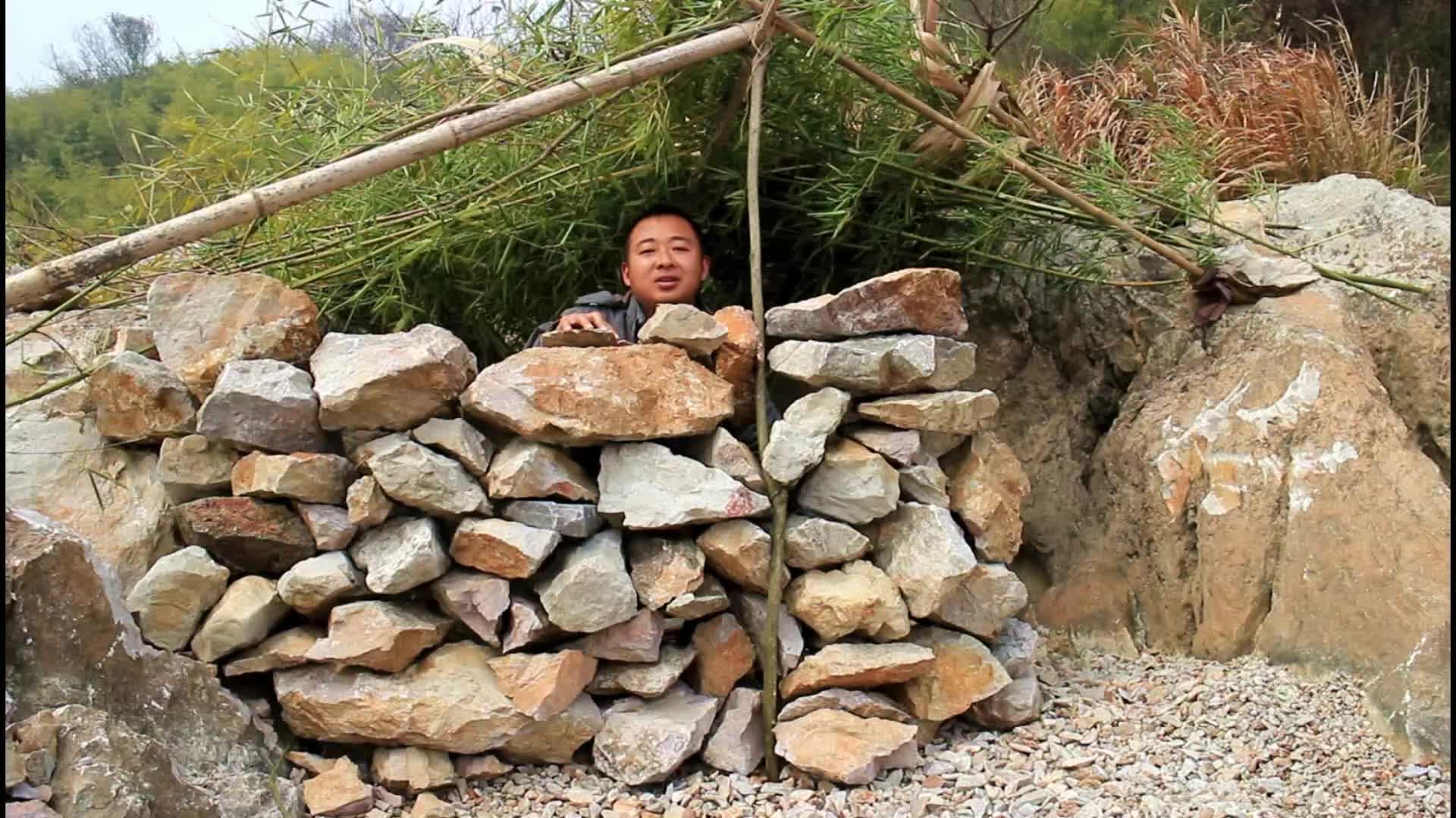 野外生存砌石墙造房子,贝尔都羡慕的庇护所出现了