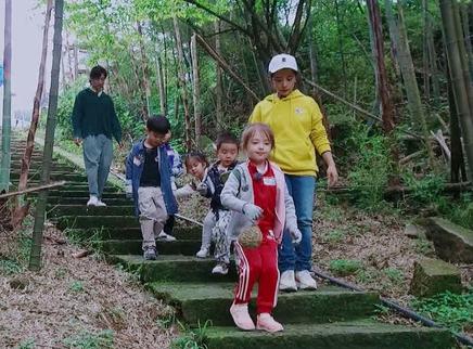 第10期:王弢带娃挑战攀登