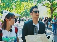 黄晓明被逼吃熊猫餐 嘉宾亲手为熊猫做玩具