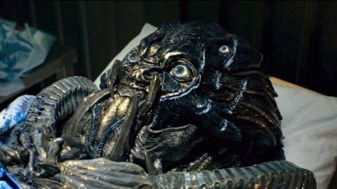 美女医生将外星怪物解剖