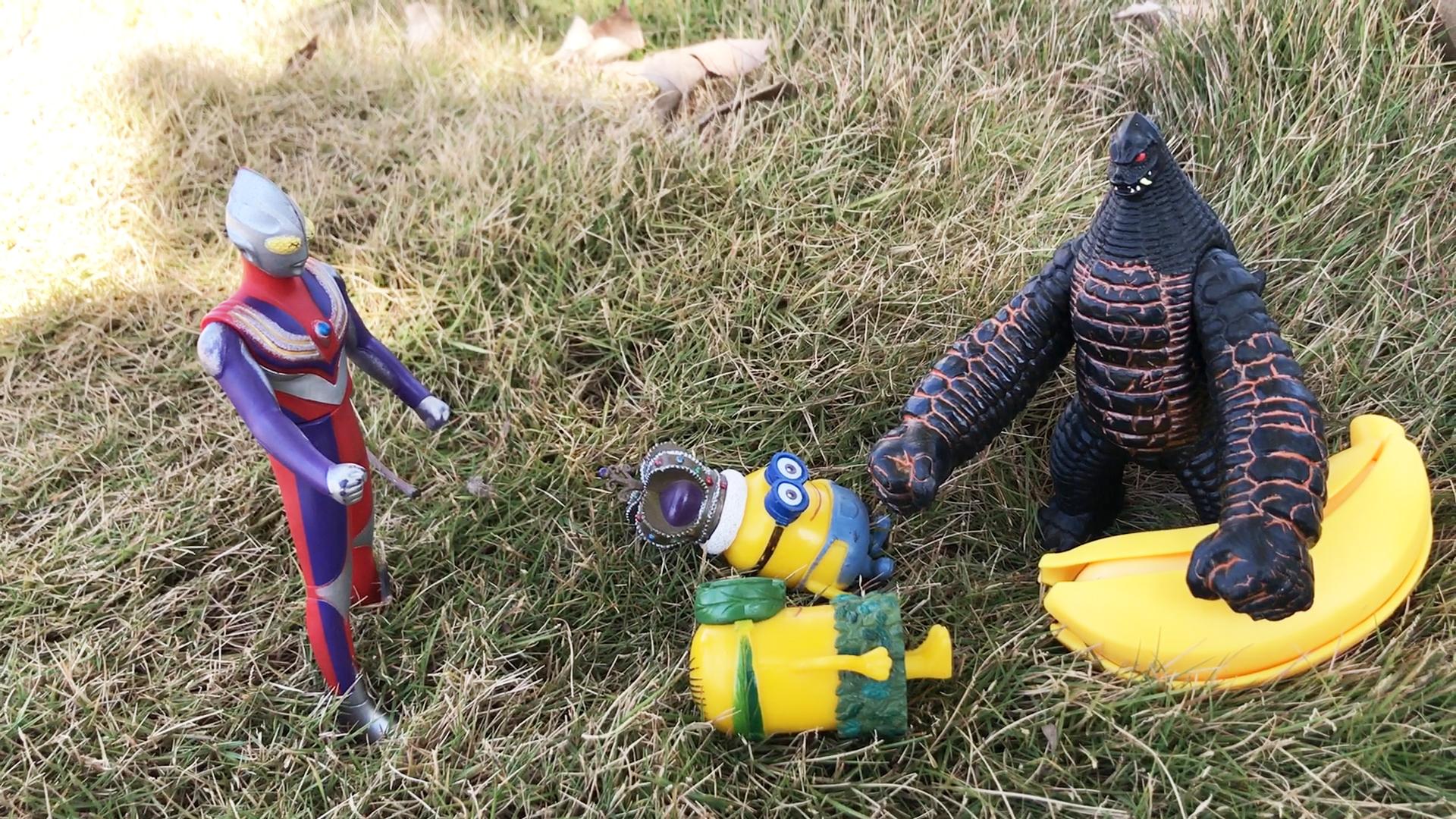 小黄人拿怪兽香蕉被发现,迪迦奥特曼批评他们不该乱拿别人的东西