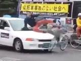 日本真人演习交通事故