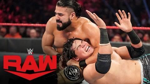 WWE肉搏赛!硬汉之战竟误伤擂台边的美女
