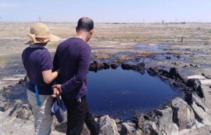 """2018最新dnf私服新疆戈壁发现一""""黑水河"""",还在不断涌出,专家看后立即封锁起来"""