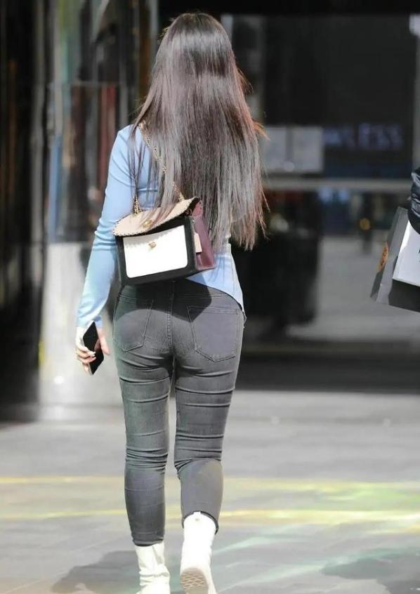 """小黑褲比瑜伽褲還顯瘦,""""胯大""""女生的修身神器,穿上就有效果"""