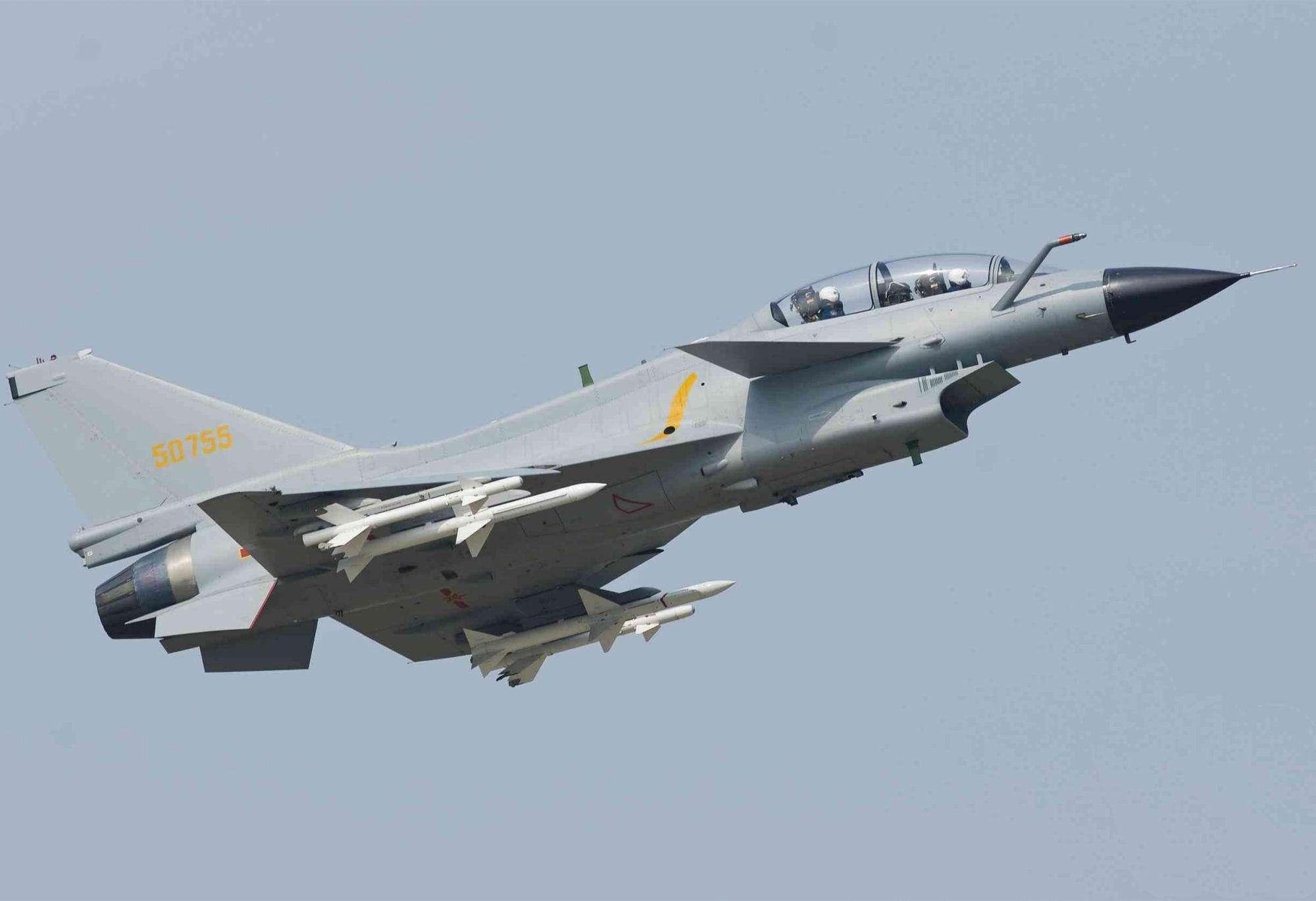 大批殲10 – C飛抵巴基斯坦,機身無中國標志?或與陣風交手!