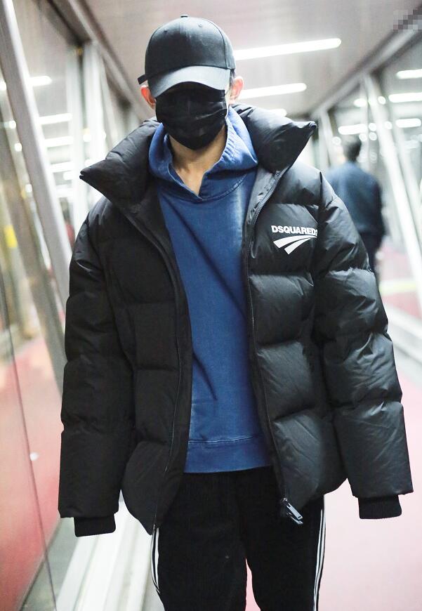 易烊千璽回杭州拍《長津湖》,2天沒換衣要風度被冷慘,測體溫時好可愛