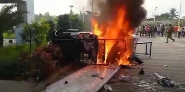 印度工人砸毀萬部蘋果手機!沒中國制度優勢,工廠撤走果然吃虧
