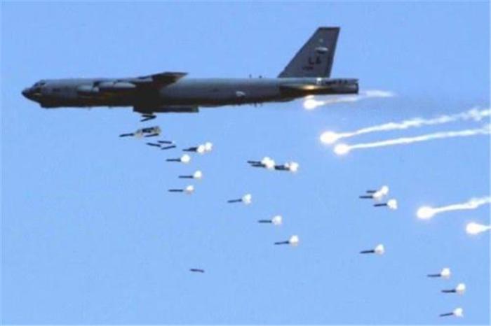 大批導彈遍佈海峽!美軍防空警報再度響起,白宮認為緊急情況出現