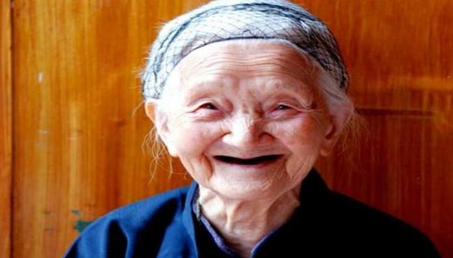 兩兒不孝,老人離奇失蹤兩年後在山洞找到時,她經年輕瞭二十歲