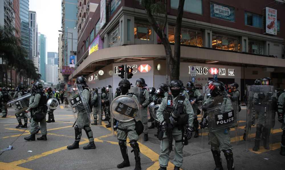 奇迹私服哪个好玩香港汇丰总行铜狮遭暴徒纵火,港警谴责