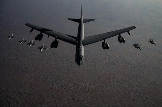 美軍轟炸機振動翅膀,飛往波斯灣,德黑蘭要拉響警報瞭?