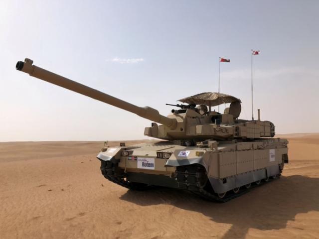 韓國最強坦克亮相中東!展會位置太尷尬,墻上廁所標志比坦克還大