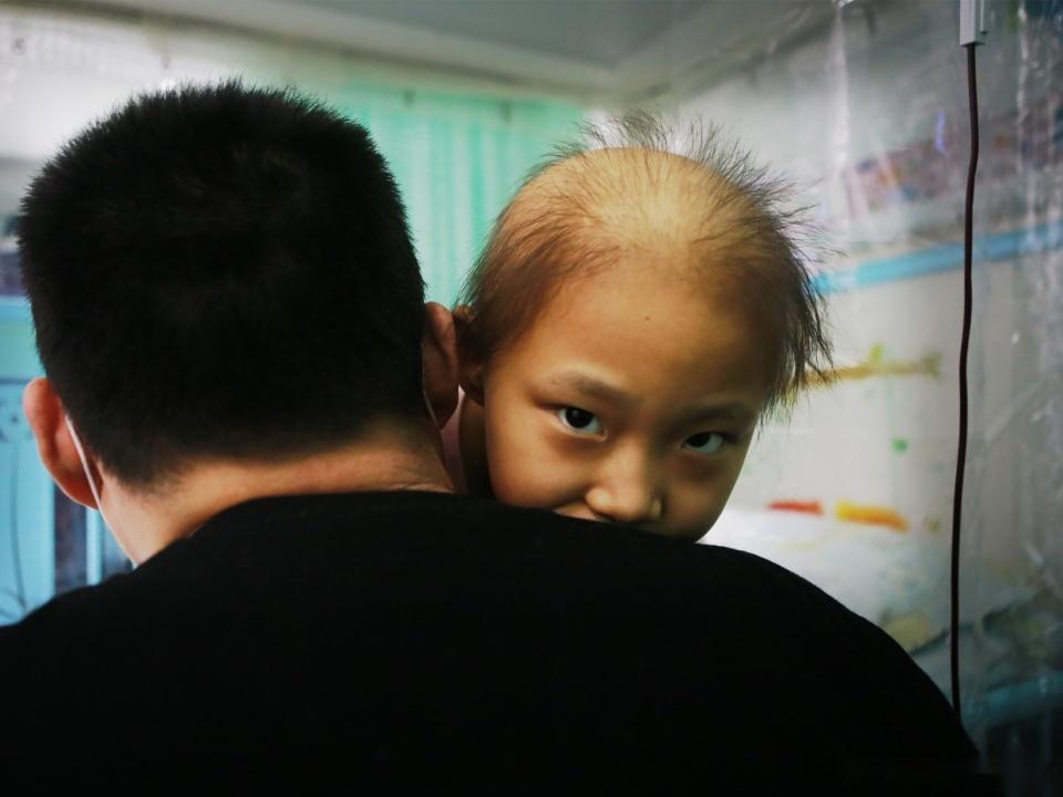 兒子被切除特殊部位,女兒又生死未卜,媽媽:真後悔生下他們