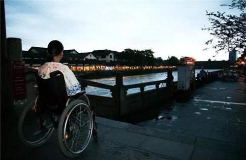 汶川地震中,她寧可失去雙腿也要先救丈夫,後被丈夫拋棄,現怎樣