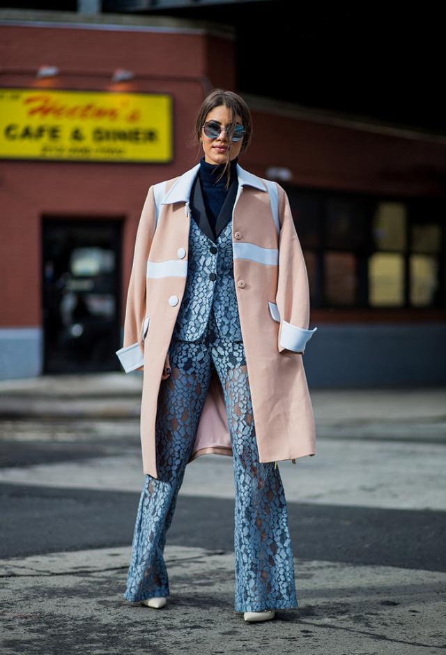 誰說外套隻能穿一件,懂時尚的女人兩件一起穿,出乎意料比男人帥