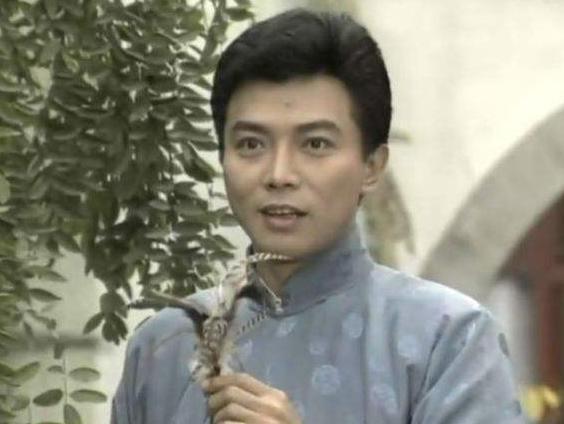 """從""""瓊瑤小生""""到""""藏獒養殖之父"""",被迫娶妻的張佩華,如今怎樣瞭?"""