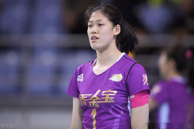王寶泉的確老瞭,李盈瑩強烈要求楊藝上場,一次判罰成最大敗筆
