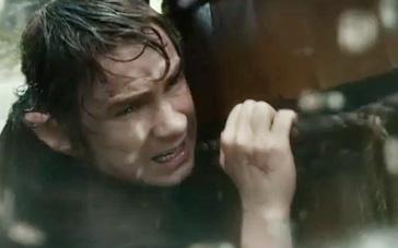 《霍比特人2》激战片段 矮人湍急河流逃离精灵国