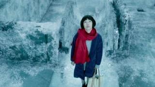 熊顿生日孤单走在路上 不知道的会以为在看冰雪奇缘
