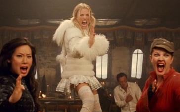 《霹雳娇娃2》片段 三美女撕吼喝退一帮大男人!