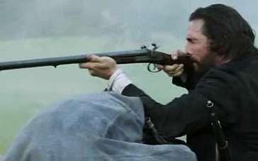 《琼斯的自由国度》台湾预告 马修举枪击毙敌人