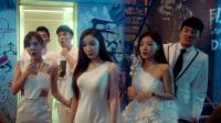 曾小贤带着美女们坐电梯,门打开的一刻大家傻眼了,竟然穿越了