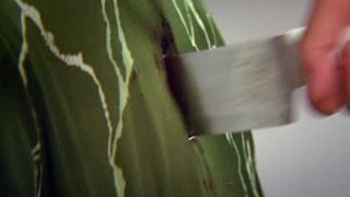 大哥被突袭  白刀子进红刀子出